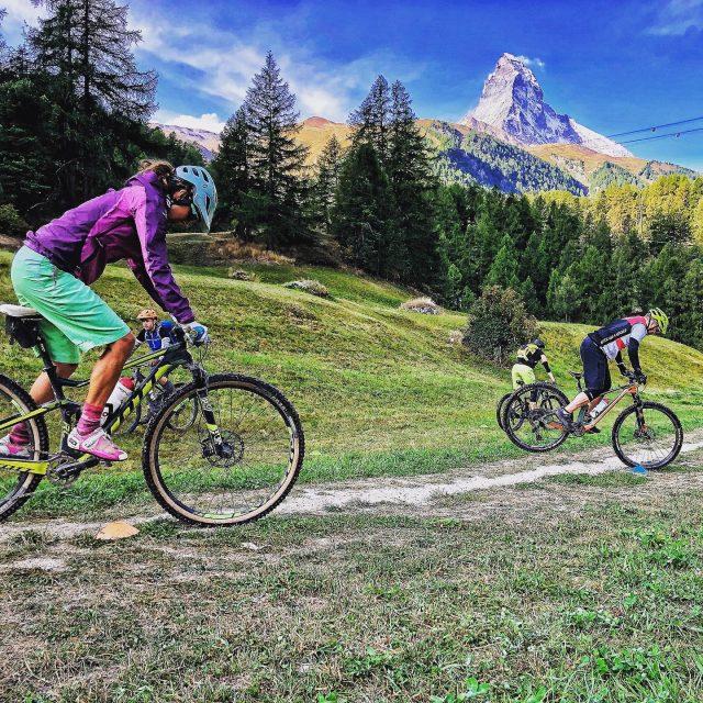 skill training with a view! 🏋️♀️ #alps #mountains #swissalps #swissmountains #switzerland #valais #wallis #zermatt #matterhorn #zermattmatterhorn #ridevs #mtb #mountainbike #mtbswitzerland #mtbenduro #enduromtb #santacruz #santacruzbikes #santacruzbikeswitzerland #rideonscott #swisscycling #ridewithguide #marczauggbike #lifebehindbars #wallisgimpft  #september2020 #skilldrill