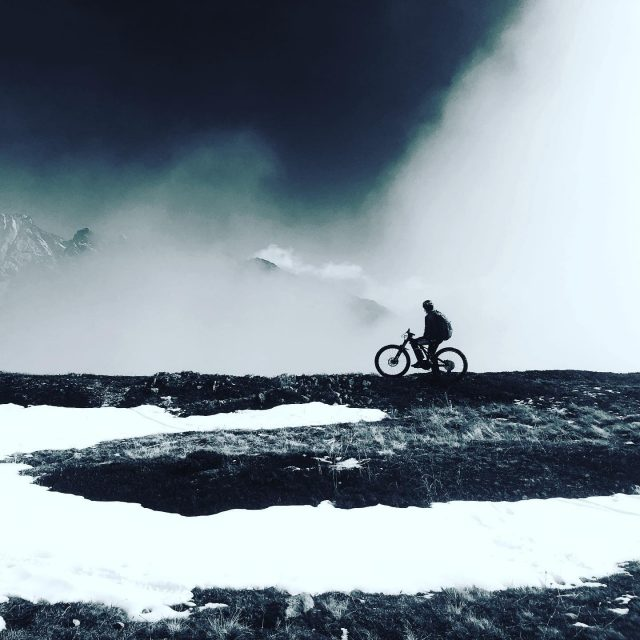 higher than expected #alps #mountains #swissalps #swissmountains #switzerland #valais #wallis #ridevs #mtb #mountainbike #mtbswitzerland #mtbenduro #levo #specialized #swisscycling #ridewithguide #marczauggbike #lifebehindbars #wallisgimpft #emtb #fastupfastdown  #october2020 #nature #sun #snow #clouds #awesome #atmosphere