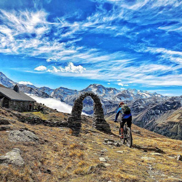 door to an other trail firework #alps #mountains #swissalps #swissmountains #switzerland #valais #wallis #ridevs #wallisgimpft #vsvac #mountainbike #mtbswitzerland #mtbenduro #enduromtb #emtb #levolove #specialized #swisscyclingguide #ridewithguide #marczauggbike #mzbike #wearebikebox #lifebehindbars #alpine #session #september2021