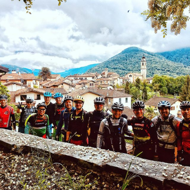 great guests + top location = awesome bike camp! #mykuonisports #ochsnersporttravel @kuonisports . . #swissmountains #italianmountains #switzerland #italy #malcantone #ticino #sessa #bike #mtb #bikecamp #enduromtb #mountainbike #camp #ridewithguide #marczauggbike #coaching #bikeskills #improvement #may2019 #ticinomtb