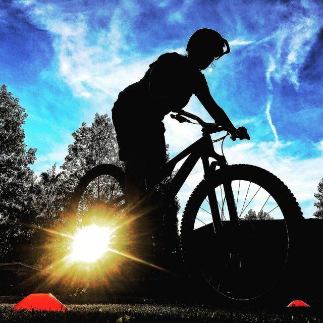 late skill session #keepmoving #skill #improvement #mtb #howto #rideabike #neverstoplearning #ridewithguide #marczauggbike #swisscycling #mountainbike #lifebehindbars #valais #wallis #switzerland #tryagain #parkour #bikecontrol #balance #juni2019