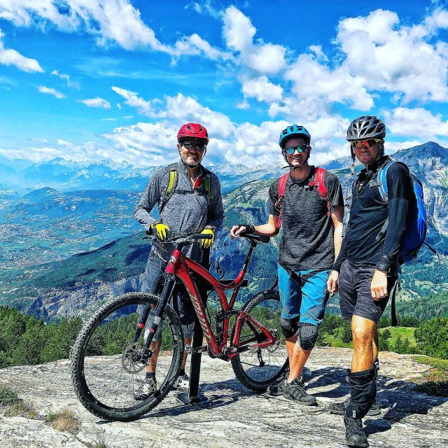 american meet switzerland 🇺🇸 🚲 🇨🇭 #ridewithguide #marczauggbike #alps #mountains #swissalps #swissmountains #switzerland #valais #wallis #ridevs #mtb #mountainbike #mtbswitzerland #mtbenduro #enduromtb #santacruz #santacruzbikes #santacruzbikeswitzerland #lifebehindbars #august2019