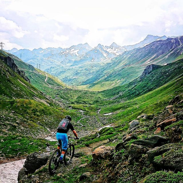 BE↔️VS↔️TI↩️ #alps #mountains #swissalps #swissmountains #switzerland #bern #valais #ticino #mtb #mountainbike #enduromtb #mtbenduro #ridevs #ridebe #rideti #ridewithguide #marczauggbike #santacruz #santacruzbikes #santacruzbikeswitzerland #lifebehindbars #july2019 #mtbswitzerland