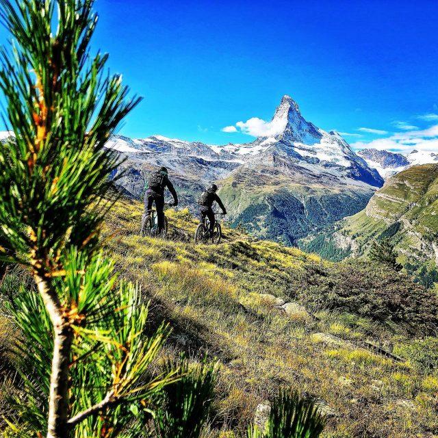 bronson 3.0 epic day in #zermatt #ridewithguide #marczauggbike #alps #mountains #swissalps #swissmountains #switzerland #valais #wallis #ridevs #matterhorn #horu #mtb #mountainbike #mtbswitzerland #mtbenduro #enduromtb #santacruz #santacruzbikes #santacruzbikeswitzerland #bronson #santacruzbronson  #lifebehindbars #september2019
